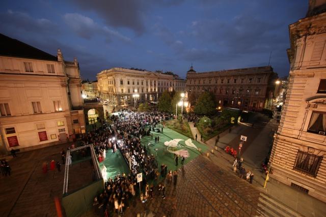 Piazza della scala durante l'evento finale del Green carpet 2017